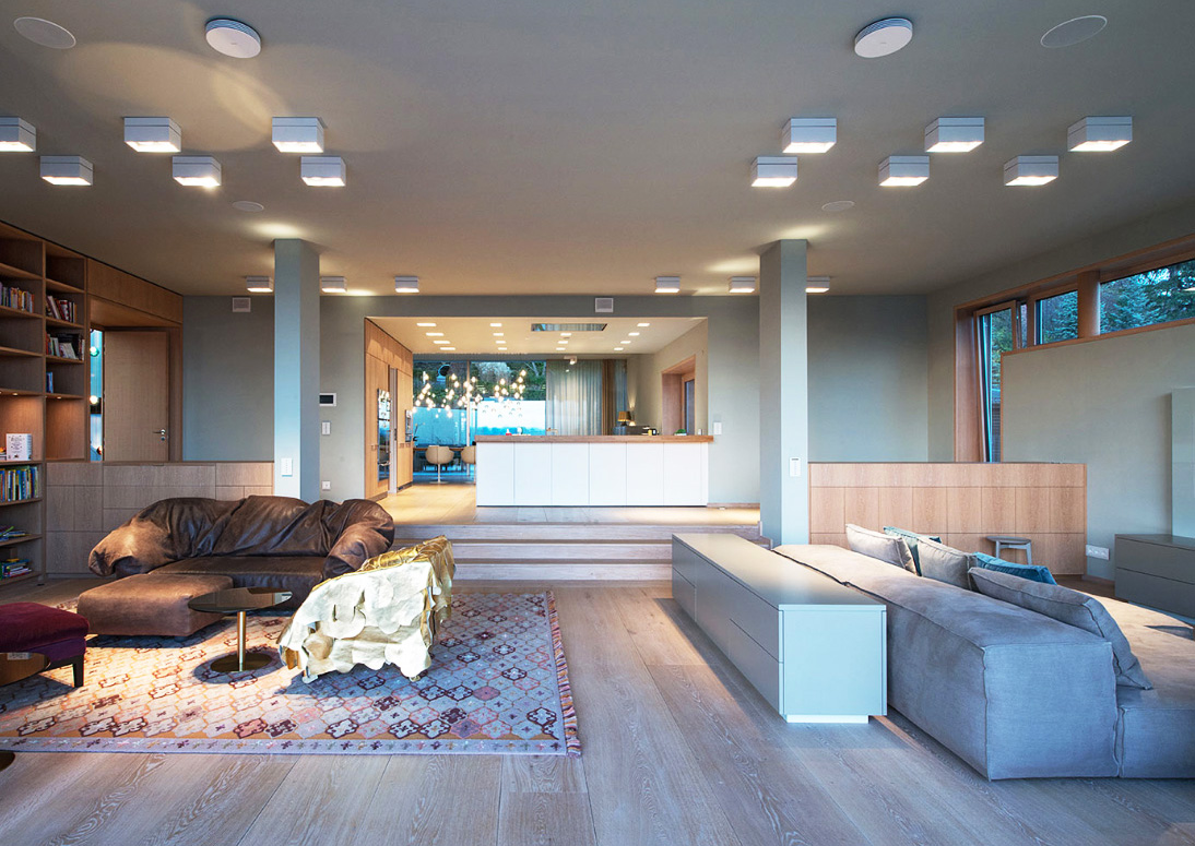 Wide oak planks from Danish company Dinesen have been used in the main living spaces