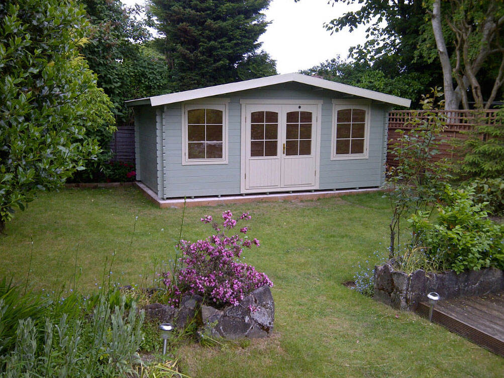 Lillevilla's 125 low garden house is manufactured in Finland by Luoman. www.lillevilla.co.uk, £4,995