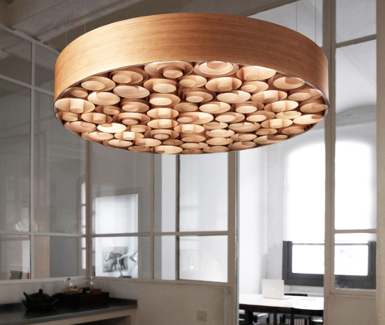 The Spiro pendant in walnut by Remedios Simón
