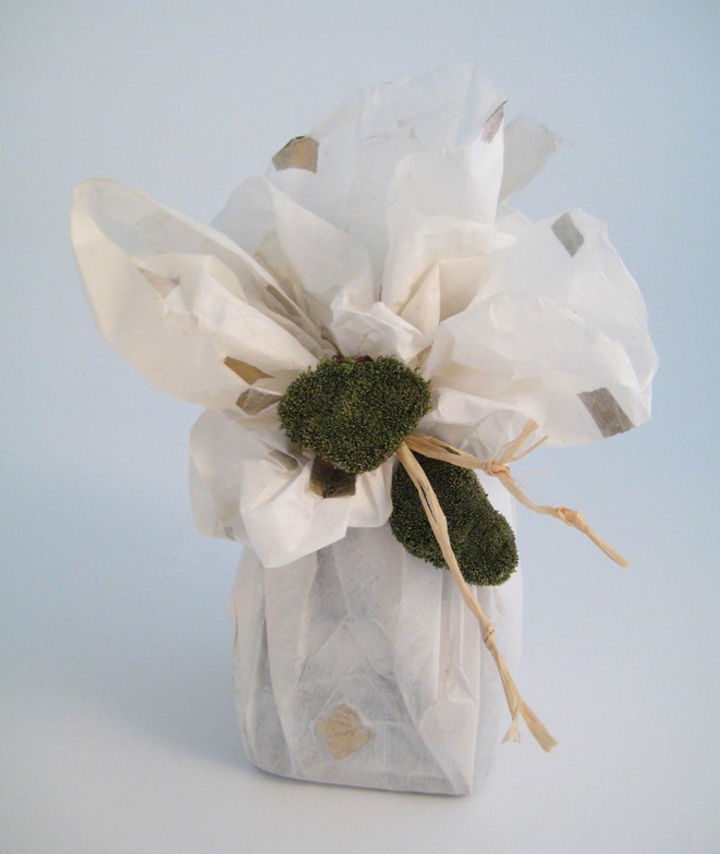 A jar of chutney becomes a charming gift decorated with a little moss