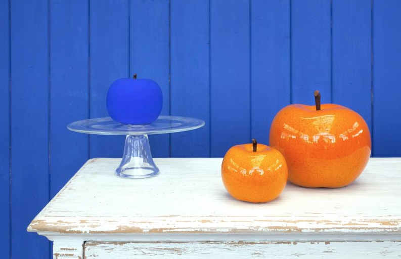 The apple in orange