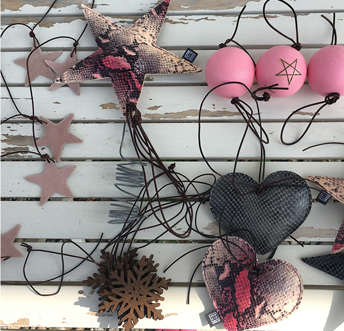 Eco friendly decorations kit from Habitree, now 227 euros. Sustainable materials, organic kapok fill