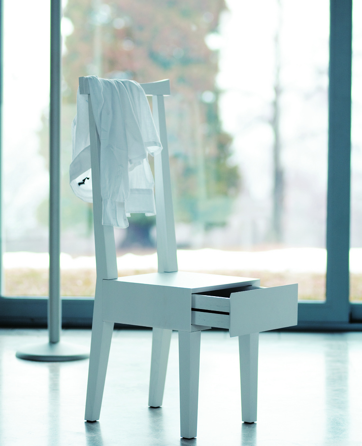 Moheli chair has a drawer under the seat, ideal for storing keys or valuables. www.horm.it