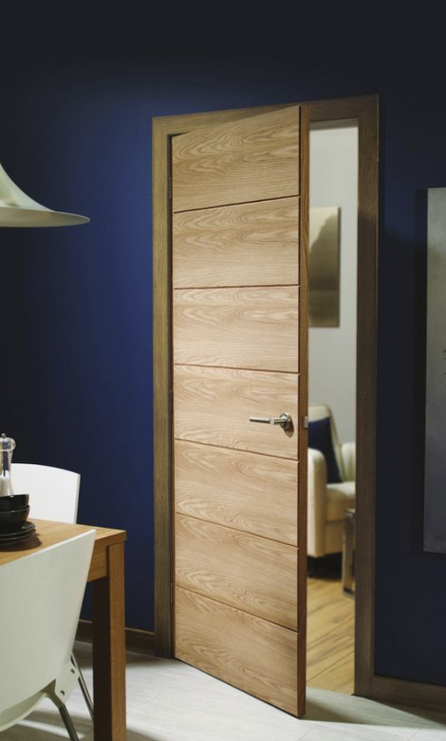Horizontal flat panels in light oak look very contemporary and elegant