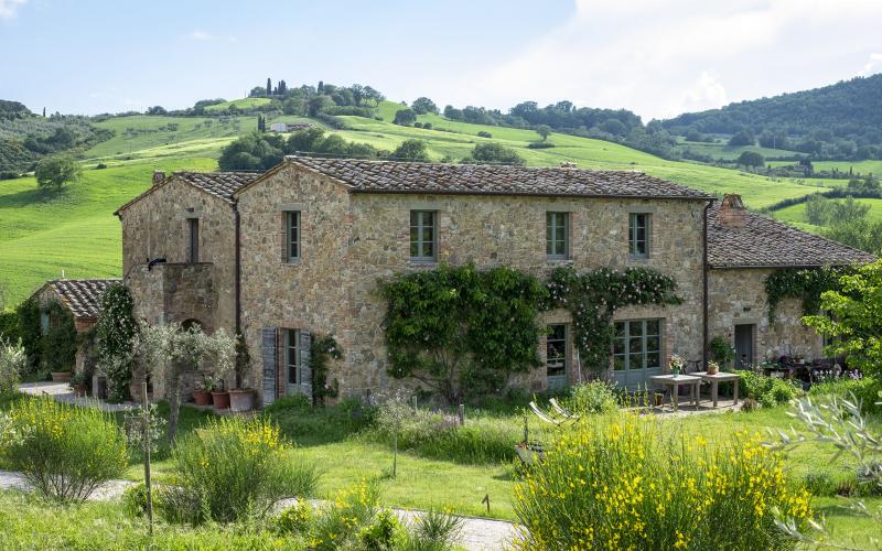 Follonico farmhouse in Tuscany, perfect for eco holidays