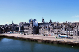 Aberdeen became a rich city thanks to the North Sea oil industry. It's a handsome city with imposing architecture