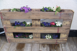 It's easy to learn how to upcycled with old wooden pallets