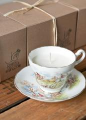 Vintage teacup upcycled into a candle..and it'll go back to being a cup when the wax has gone