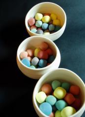 Ceramic sweets by Namiko Murakoshi . www.namnamceramics.com