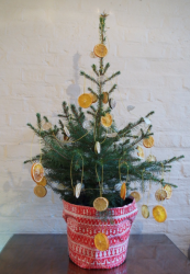 Dried lemon slices.. innovative tree decorations. www.pumpkinbeth.com