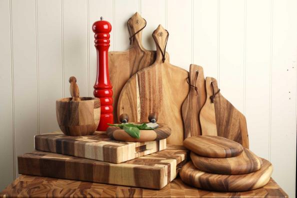 T&G salt & pepper pots